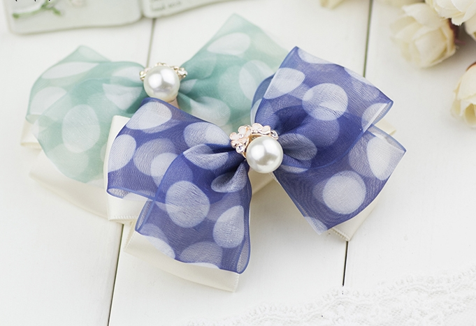กิ๊บติดผมโบว์สีน้ำเงินจุดขาวแต่งมุกดอกไม้