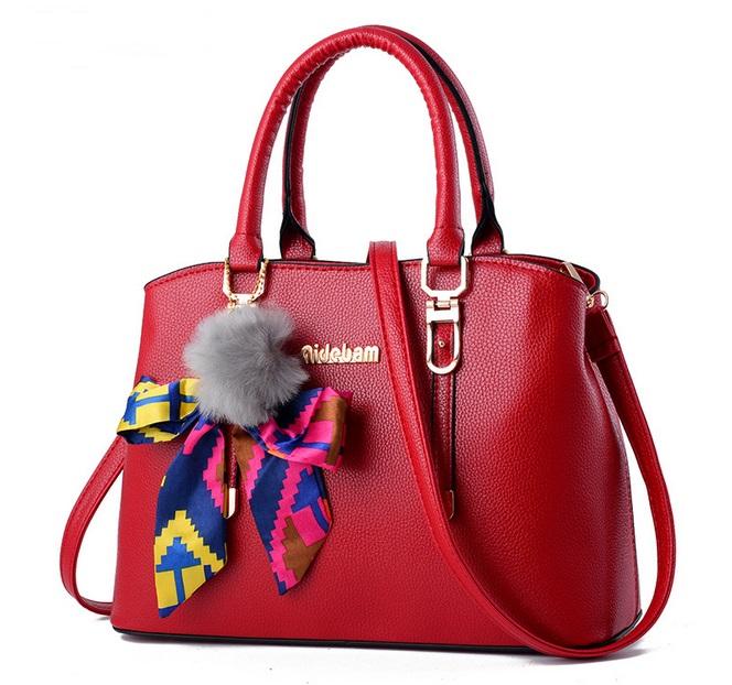 [ Pre-Order ] - กระเป๋าแฟชั่น ถือ/สะพาย สีแดงเข้ม ทรงตั้งได้ แต่งโบว์ป้อมเก๋ๆ ดีไซน์สวยเรียบหรู ดูดี งานหนังคุณภาพ ช่องใส่ของเยอะ