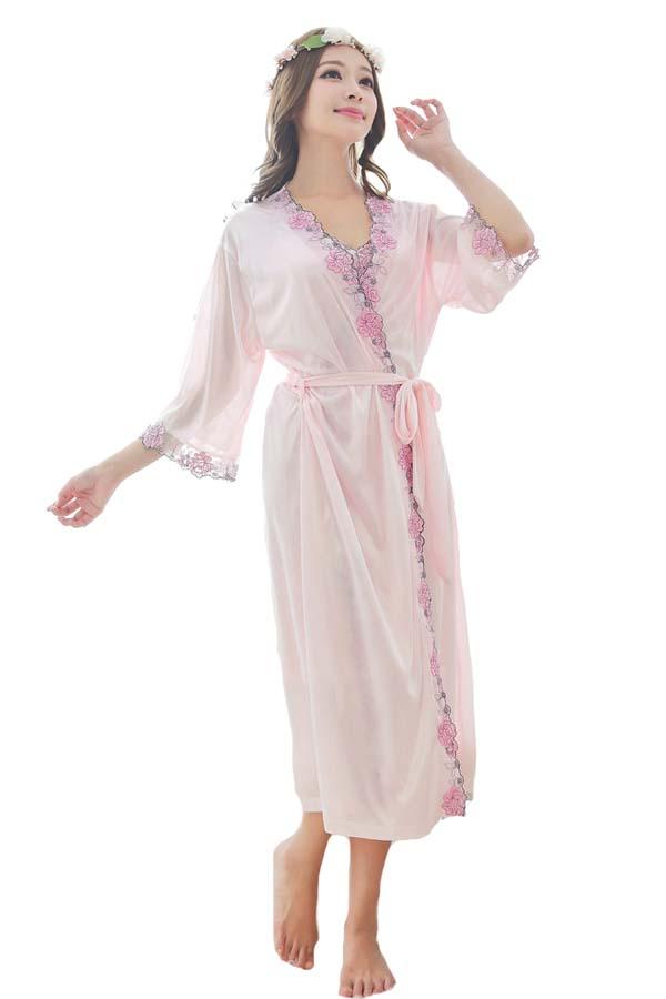 ชุดคลุมนอนสีชมพูแบบสวยมาก เนื้อผ้าซาติน มาครบเซ็ท