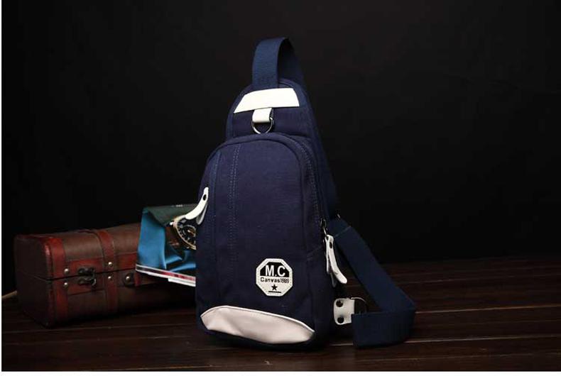 กระเป๋าคาดอกสีน้ำเงิน