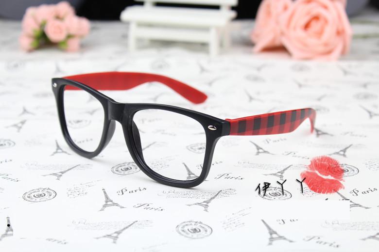 แว่นตาแฟชั่นเกาหลี หมากรุกดำแดง (ไม่มีเลนส์)