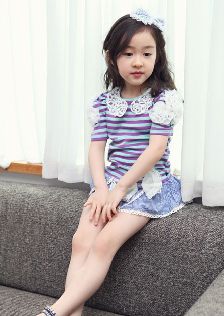 ชุดกางเกงกระโปรง เสื้อลายทางสีม่วง แขนเสื้อแต่งดอกไม้+กางเกงกระโปรง