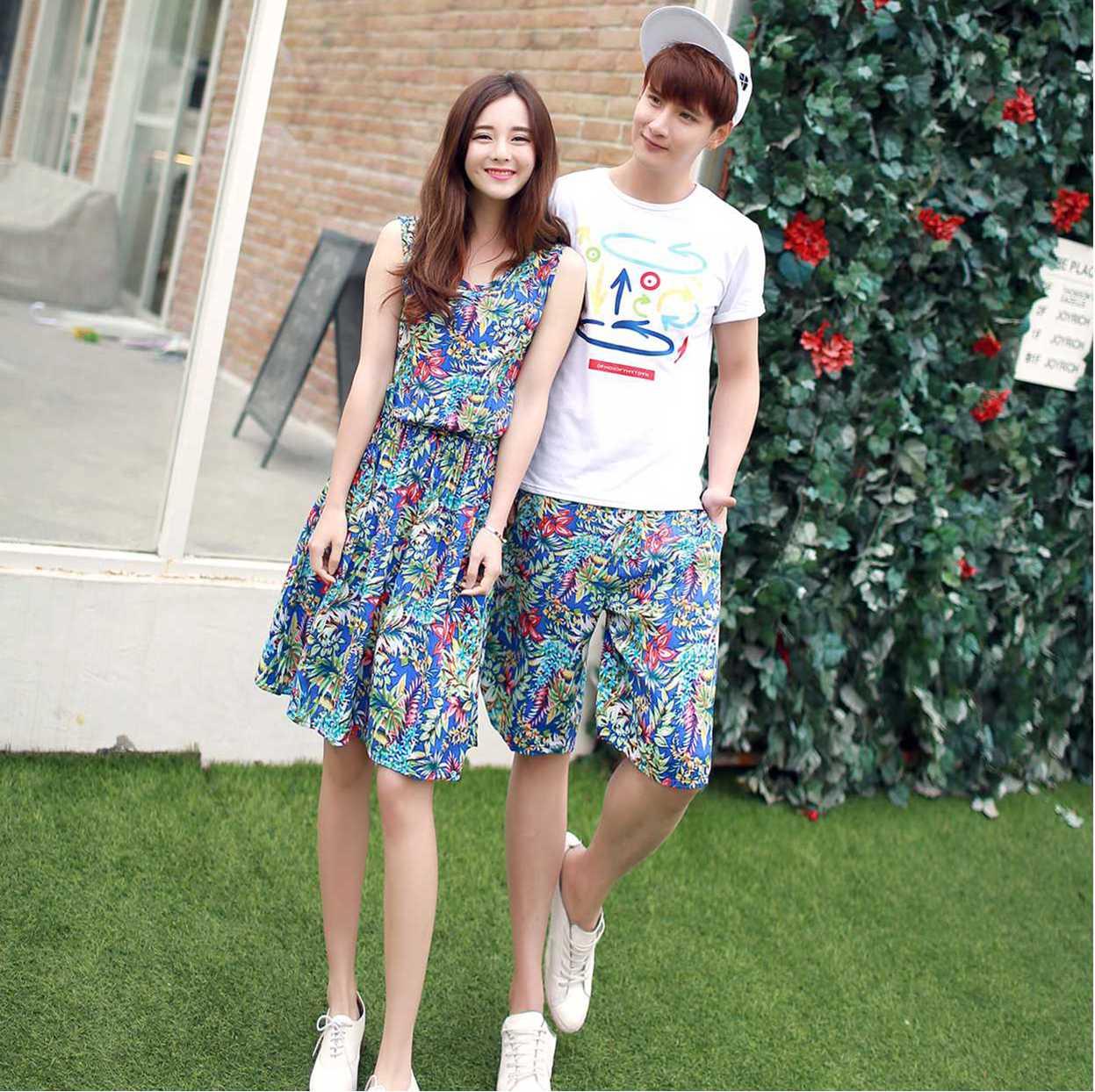 ชุดคู่รักเที่ยวทะเล หญิงเดรส+กางเกงชาย สีฟ้าลายใบไม้ สีสดใส