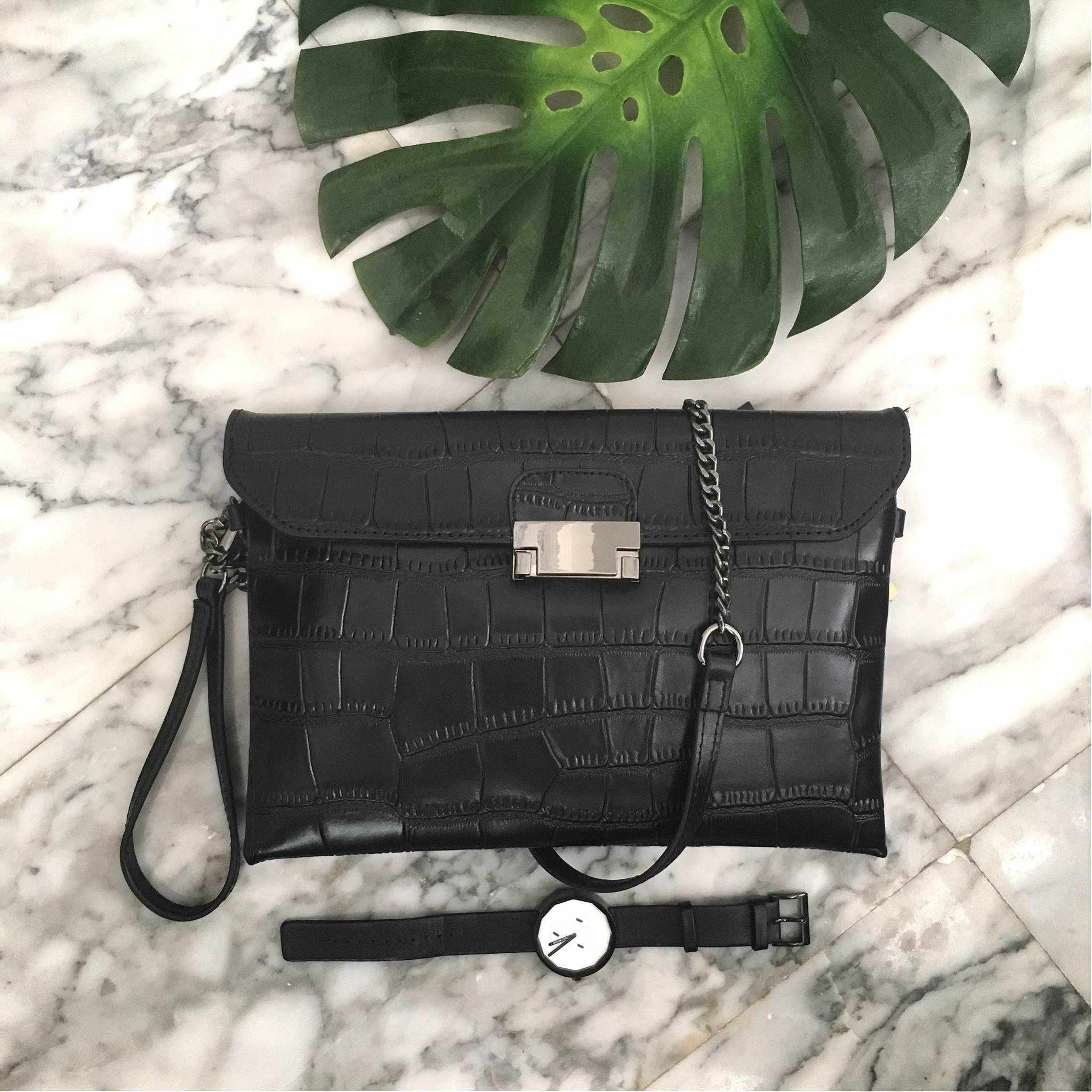 กระเป๋า KEEP Clutch bag with strap Size M ราคา 1,490 บาท Free Ems ค่ะ #ใบนี้หนังแท้ค่ะ