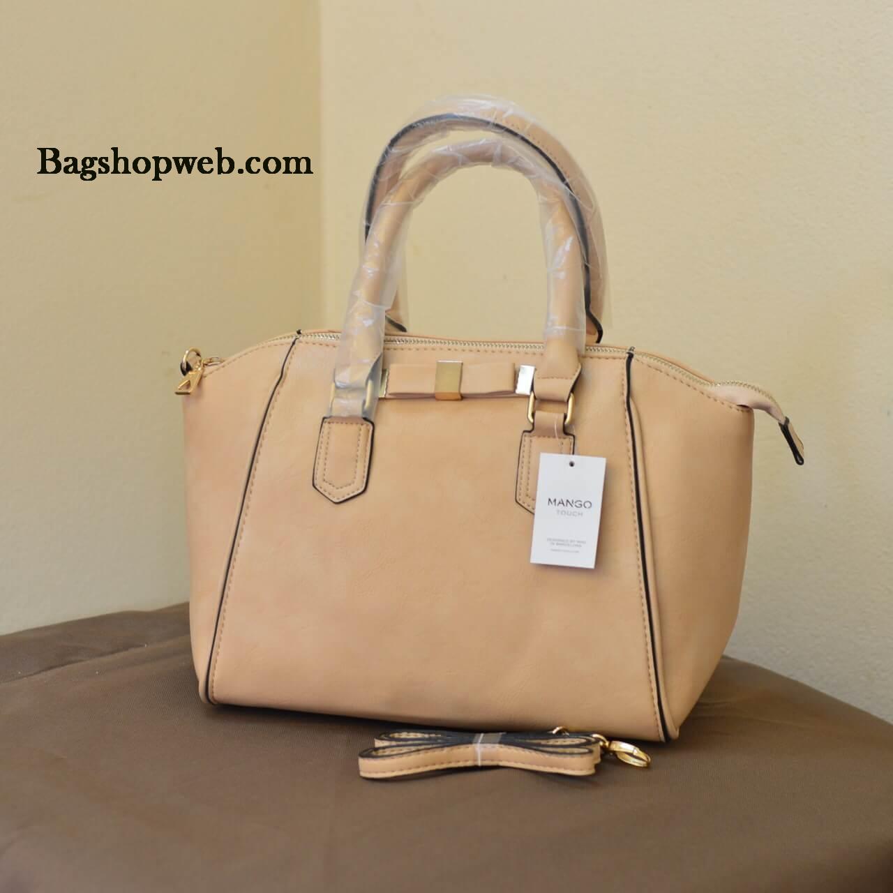 กระเป๋า MANGO BOW TOTE BAG กระเป๋าถือหรือคล้องแขน สะพายไหล่ ออกแบบได้โค้งมน ลงตัวมากค่ะ ซิปอะไหล่ทอง แข็งแรงหรูหรา ใบนี้โอมากค่ะ