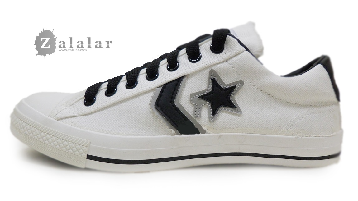 [พร้อมส่ง]รองเท้าผ้าใบแฟชั่น สีครีม ดาวดำ รุ่นวันดาว