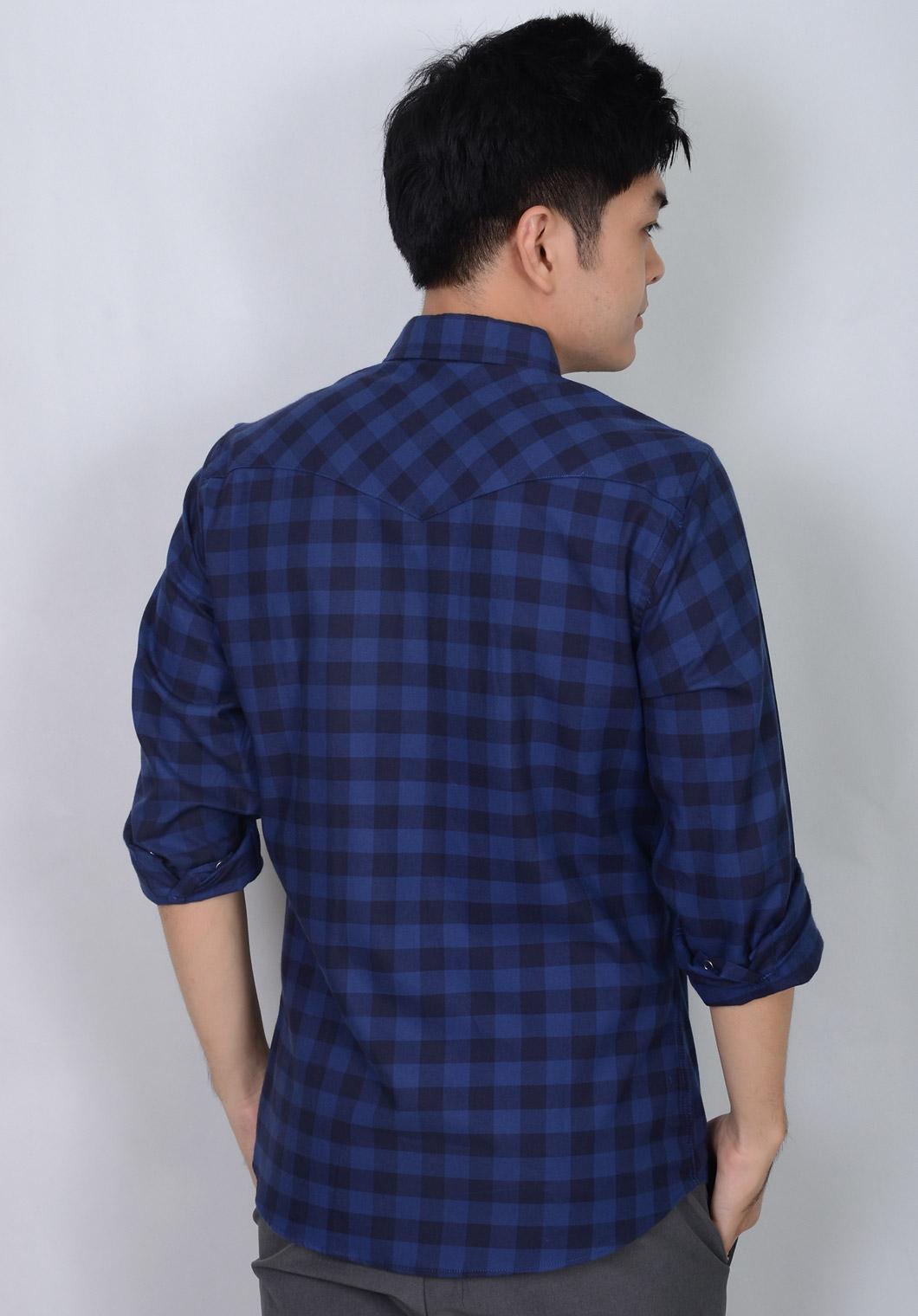เสื้อเชิ้ตลายสก๊อตสีน้ำเงิน