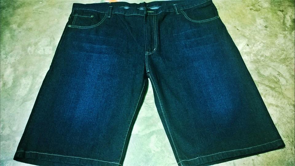 Jumbo Jeans ขาสั้น Size : 40-42 ราคา 590 บาท