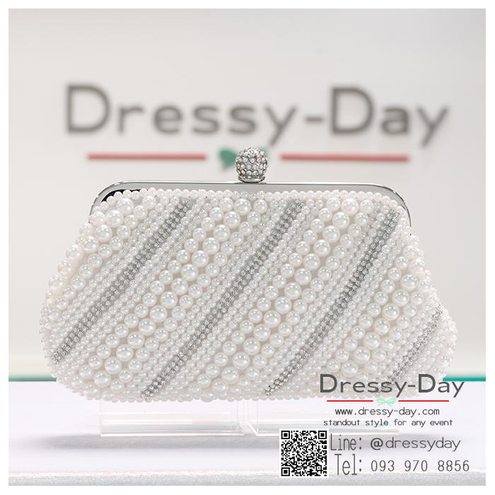 กระเป๋าออกงาน TE063A : กระเป๋าออกงานพร้อมส่ง สีขาวมุก กระเป๋าคลัชตกแต่งมุขสลับเพชรสวยหรูมากค่ะ ใบยาวใส่ไอโฟนได้ ราคาถูกกว่าห้าง ถือออกงาน หรือ สะพายออกงาน น่ารักที่สุด สำเนา