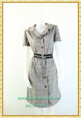 1956เสื้อผ้าคนอ้วนสก็อตปกฮาวายแต่งระบายปก เบรคลายด้วยโบสีดำเพิ่มทรงให้มีเอว โดดเด่นด้วยระบายสไตล์ชุดคนอ้วนทำงานทรงสุภาพเรียบร้อย