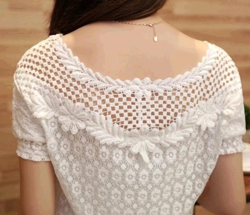 เสื้อลูกไม้สีขาวคอกลม
