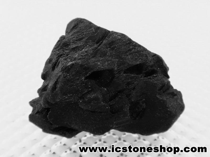▽นิล Black pyroxene (68g)
