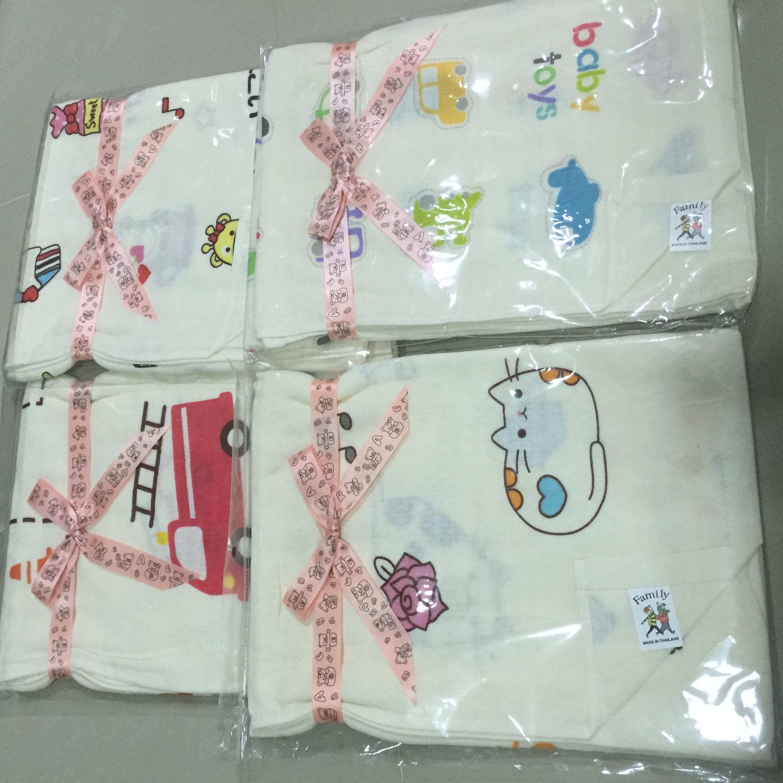 ผ้าขนหนู คละลาย ใช้เป็นผ้าห่อตัว หรือผ้าเช็ดตัวเด็ก (งานส่งออก) ขนาด 30*40 นิ้ว (ด้านหนึ่งเป็นผ้าขนหนู อีกด้านเป็นผ้าตารางคล้ายผ้าอ้อมอองฟอง) (1 ผืน)