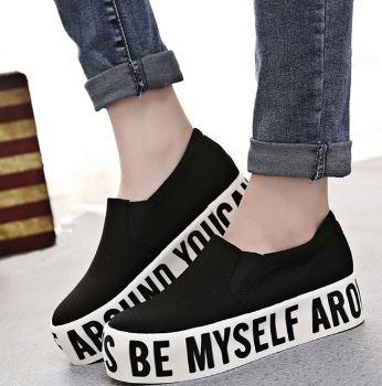 รองเท้าผ้าใบแบบสวมแฟชั่นพื้นหนา