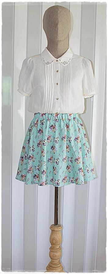 เดรสสั้น ผ้าชีฟอง เสื้อคอปก แขนสั้น สีขาว เอวจั๊ม กระโปรง สีเขียว ลายดอก