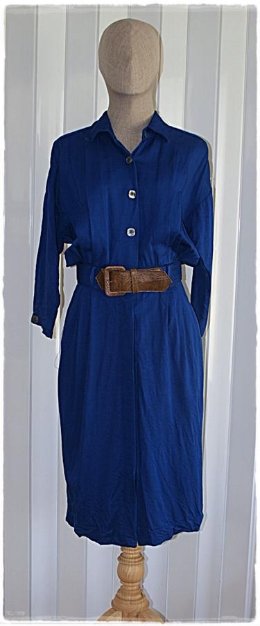 Sold เดรส คอปก แขนยาว เข้าเอว กระดุมหน้า สีน้ำเงิน