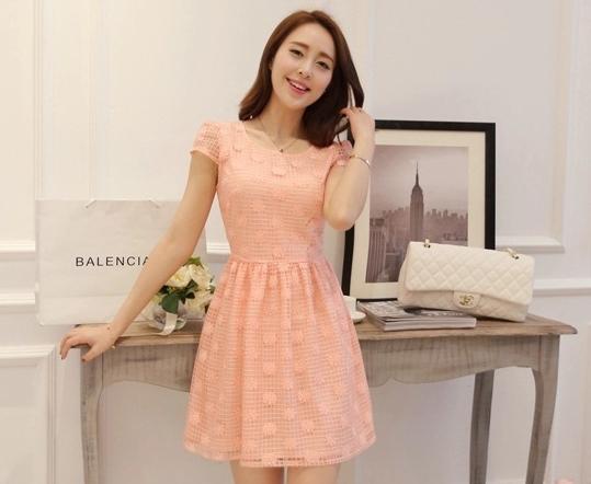 ชุดเดรสสั้นสีส้ม ปักลายดอกไม้ แขนสั้น ลุคสาวหวานน่ารัก ใส่เป็นชุดออกงาน ไปงานแต่งงาน