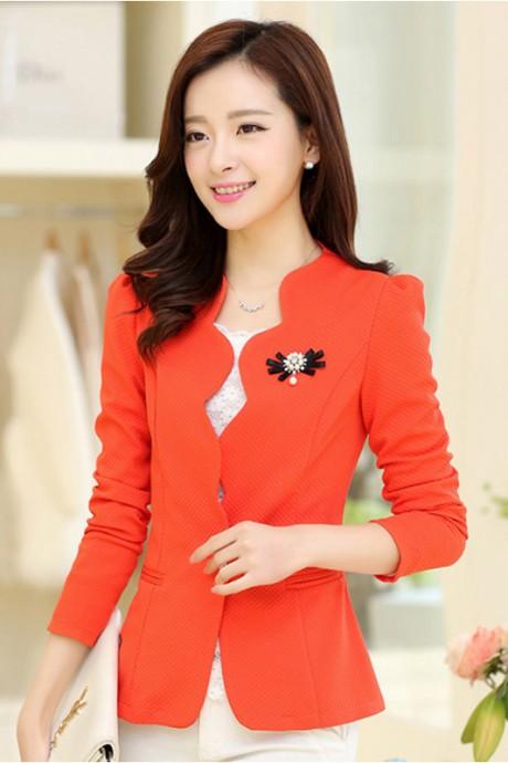(สินค้าหมด) เสื้อสูทแฟชั่น เสื้อสูทผู้หญิง สีส้ม แขนยาว แต่งเว้าช่วงหน้าอก มีเข็มกลัดเข้ากับตัวชุด