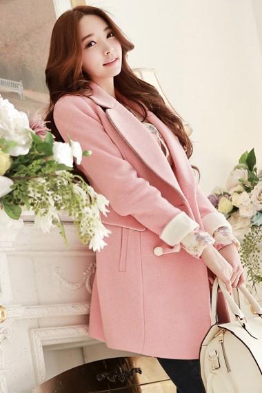 เสื้อโค้ทกันหนาวสไตล์เกาหลี สีชมพู คอปก แต่งแขนพับสีขาว แต่งกระดุม 2 แถวเก๋ ใส่ไปต่างประเทศได้