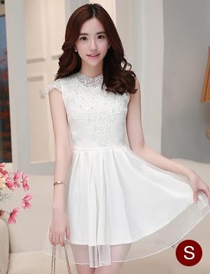 ชุดไปงานแต่งงานสวย น่ารัก สีขาว ผ้าซีทรูซับในด้วยผ้าไหมเกาหลี คอลูกไม้ แขนกุด ด้านหลังผูกโบว์สวยเก๋ๆ เอวเข้ารูป ซิปข้าง ขนาดไซส์ S
