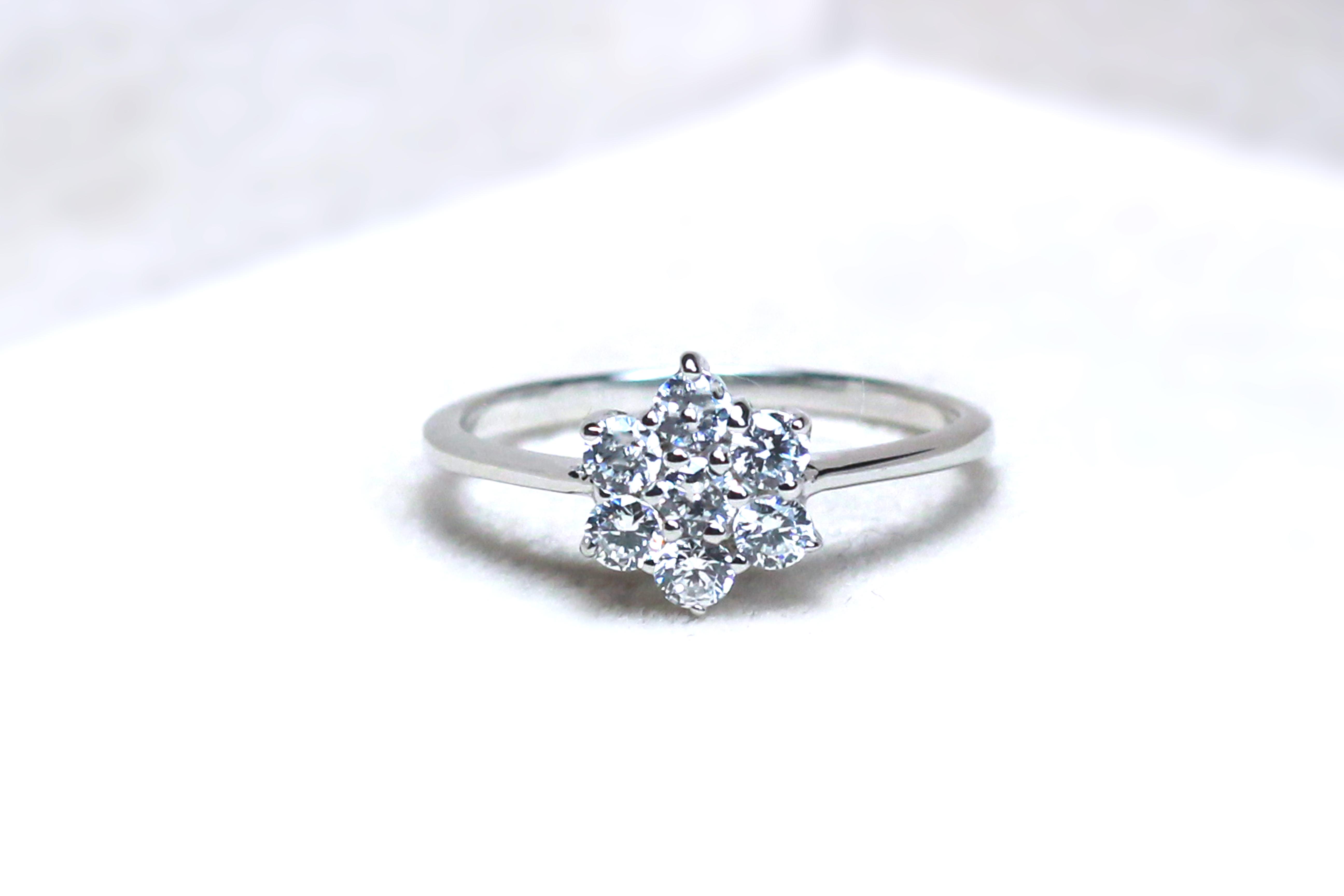 แหวนเงินแท้ เพชรสังเคราะห์ ชุบทองคำขาว รุ่น RG1316 2.50 Little Flower