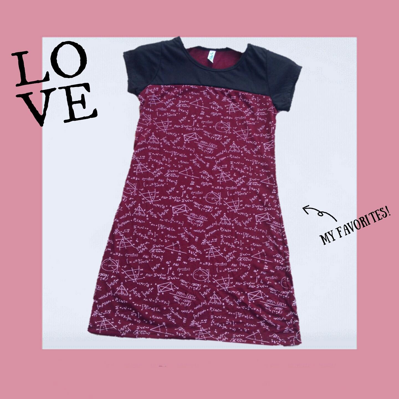 mini dress เข้ารูป ผ้าคอตต้อน พิมพ์ลายโจทย์คณิต สีแดงเลือดหมูเข้มคาดอกดำ แขนดำ อก30-32 เอว30 สะโพก34 ยาว32