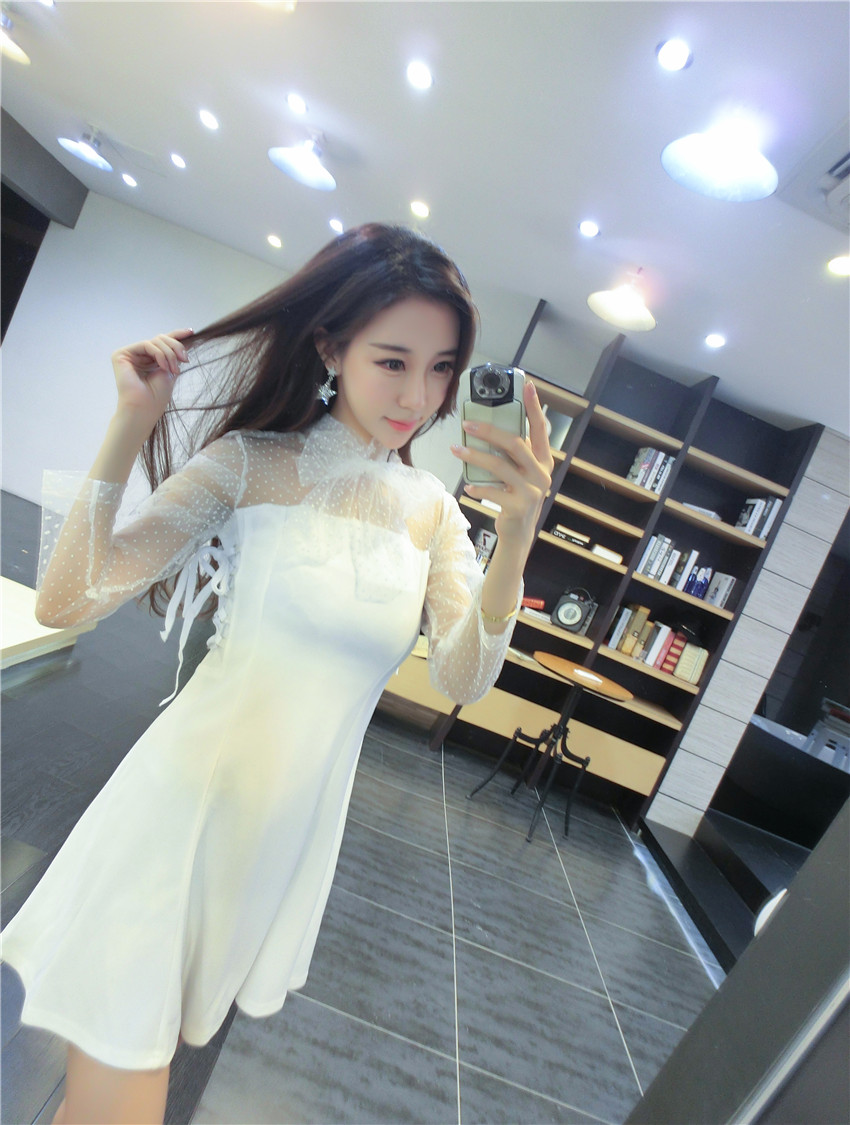 ชุดเดรสแฟชั่นเกาหลีสีขาวเปิดไหล่