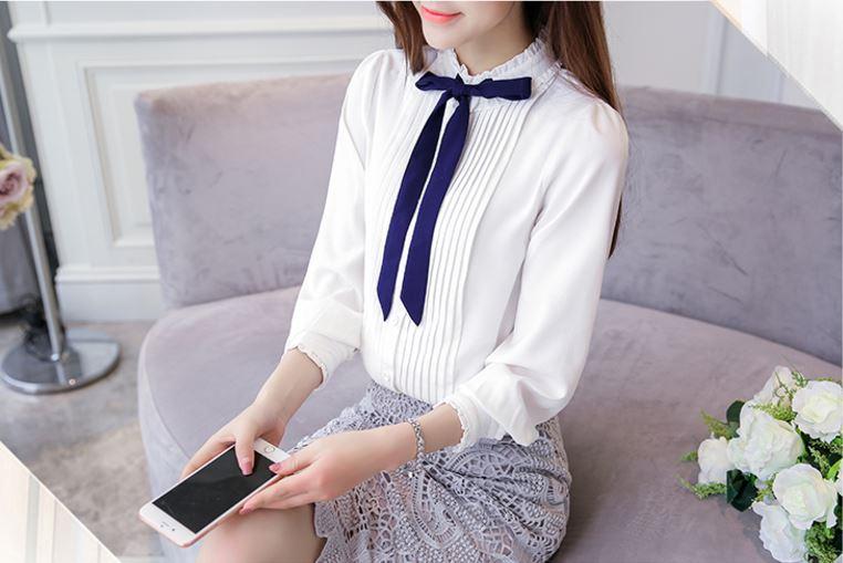 Preorder เสื้อทำงาน สีขาว ผูกโบว์แต่งระบายรอบคอตั้งน่ารัก แต่งแถบด้านหน้าอกเสื้อแบบเก๋ไก๋ เนื้อผ้าระบายอากาศได้ดี