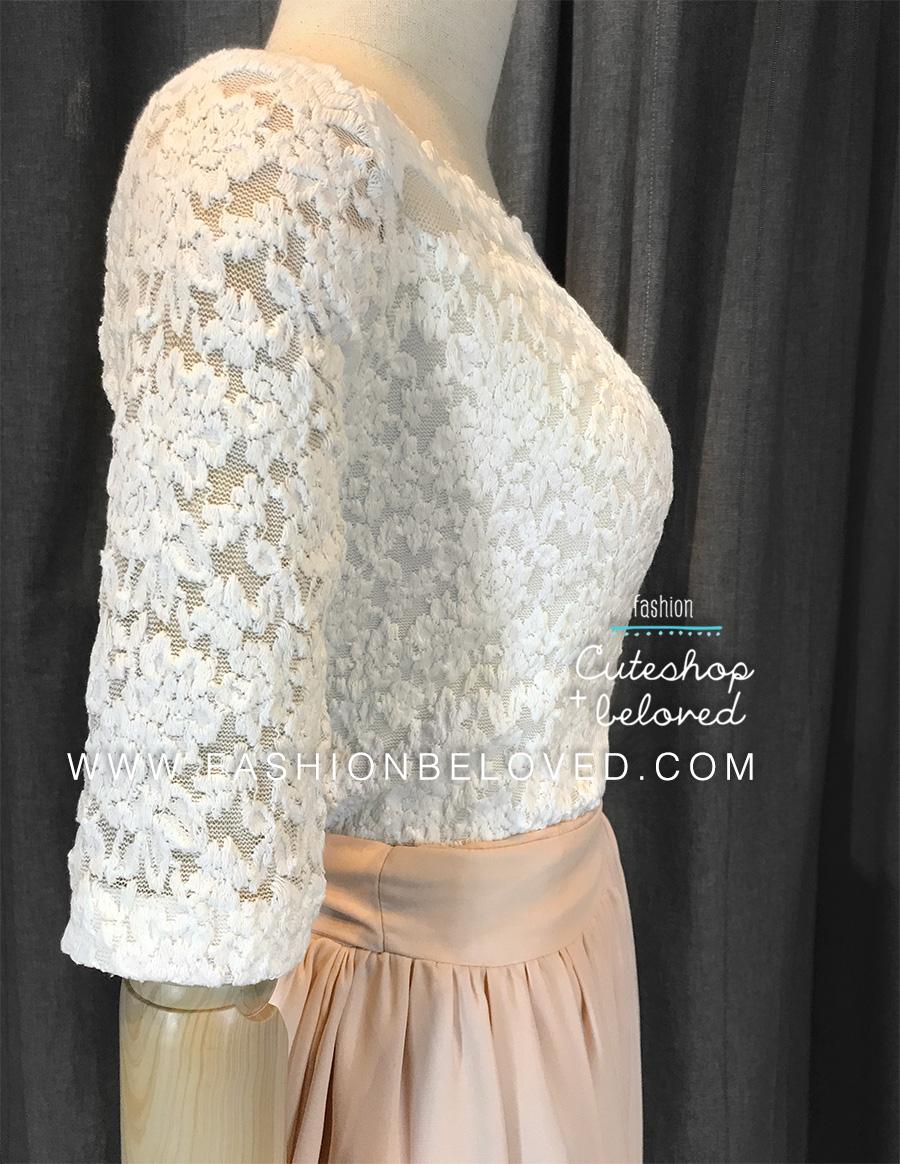 เสื้อลูกไม้สวยๆ เสื้อลายลูกไม้คอปาด สีขาวนวลครีม เปิดไหล่เซ็กซี่ ใส่กับผ้าถุงผ้าซิ่นได้