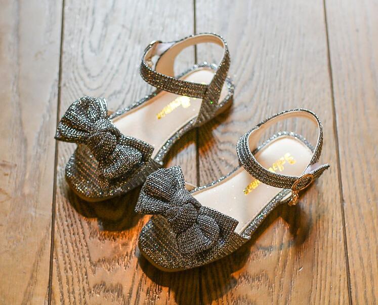 รองเท้าเด็กแฟชั่น สีเงิน แพ็ค 5 คู่ ไซต์ 26-27-28-29-30
