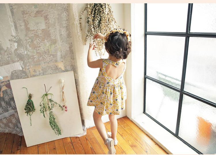 ชุดเดรสสีเทาอ่อนลายดอกไม้เว้าหัวใจที่ด้านหลัง แพ็ค 5 ชุด [size 2y-3y-4y-5y-6y]