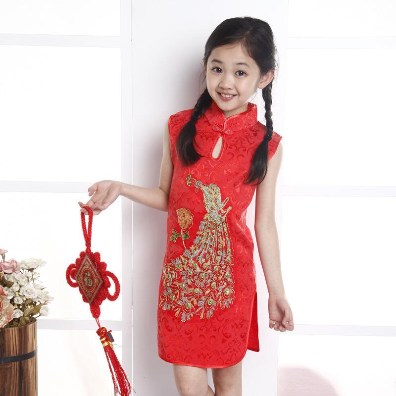 ชุดกี่เพ้าสีแดงปักลายนกยูง แพ็ค 6 ชุด [size 2y-3y-4y-5y-6y-7y]