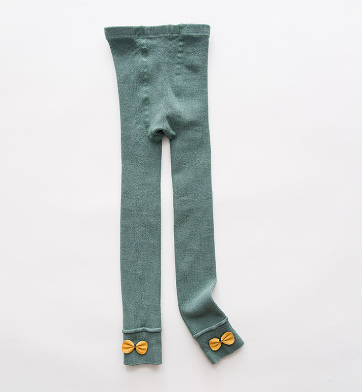 ถุงเท้าน้อง สีเขียว แพ็ค 6 คู่ ไซส์ ประมาณ 125 ซม