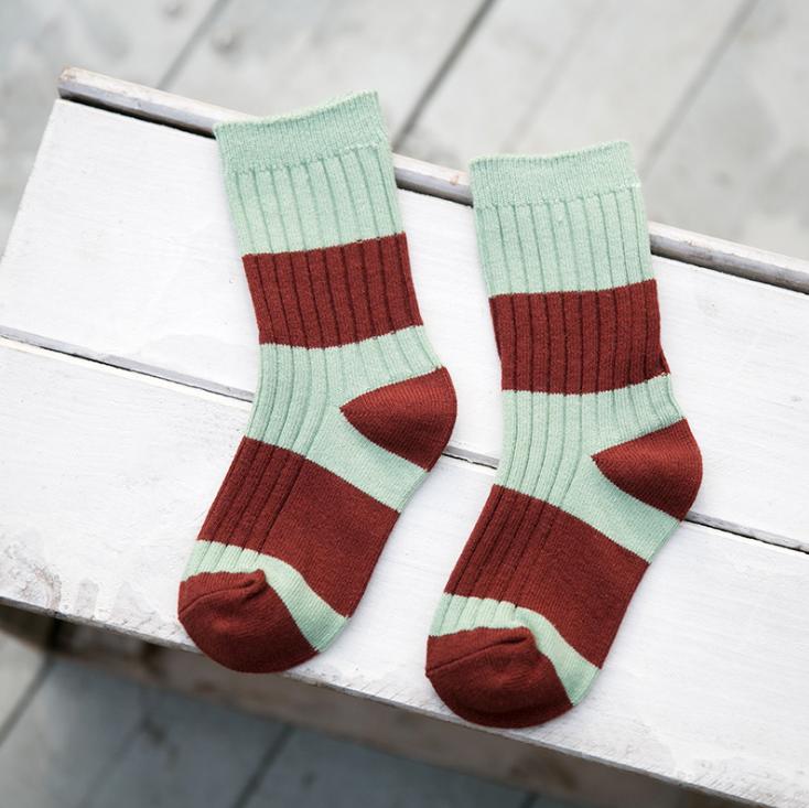ถุงเท้าสั้น สีเขียวแดง แพ็ค 12 คู่ ไซส์ ประมาณ 6-8 ปี