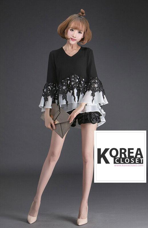 เสื้อแฟชั่น V-Neck Bell Sleeve Embroidered Top สีดำ