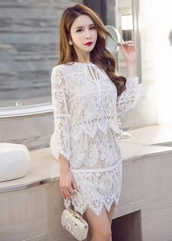 set เสื้อและกระโปรงสีขาวสวยมากค่ะ