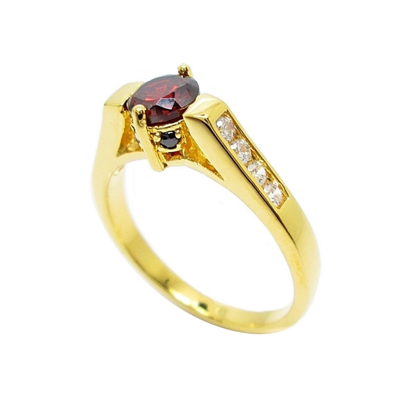 แหวนพลอยโกเมนประดับพลอยนิลและเพชรชุบทอง
