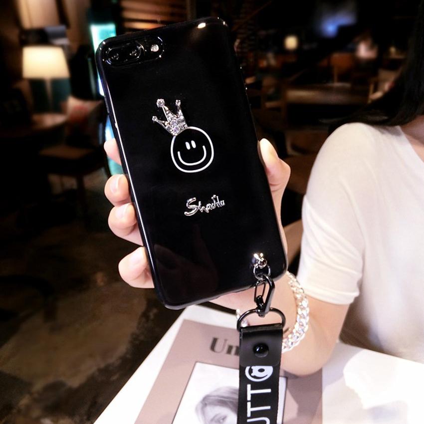 เคส iPhone อมยิ้มใส่มงกุฏเพชร สีดำ