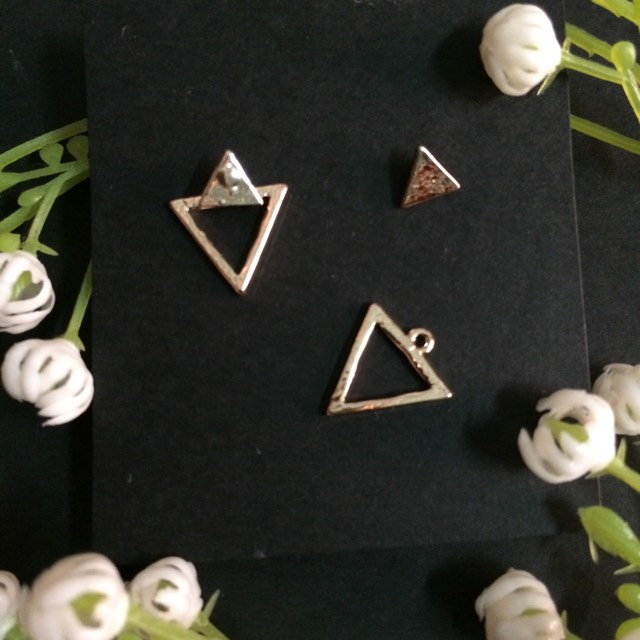 Double small triangles earrings