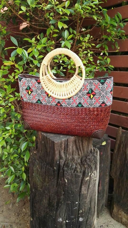 กระเป๋าถือ คาดผ้าไทย สีน้ำตาลไหม้