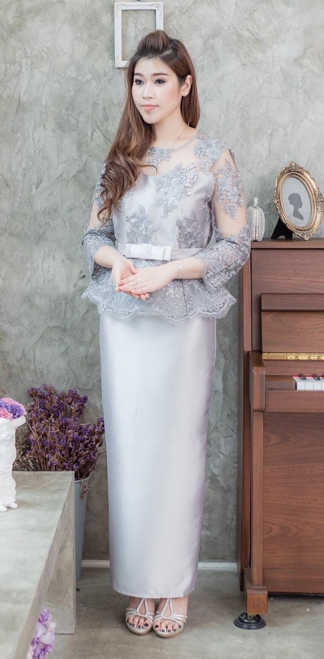 (Size 4XL ) ชุดไปงานแต่งงาน ชุดไปงานแต่งสีเทาควันบุหรี่ Set เสื้อลูกไม้ชายระบายแขนสามส่วน เนื้อผ้าอย่างดีสั่งทำพิเศษ มาพร้อมกระโปรงผ้าไหมสีพื้นทรงสอบผ่าหลังผ้าสวยมากๆคะ