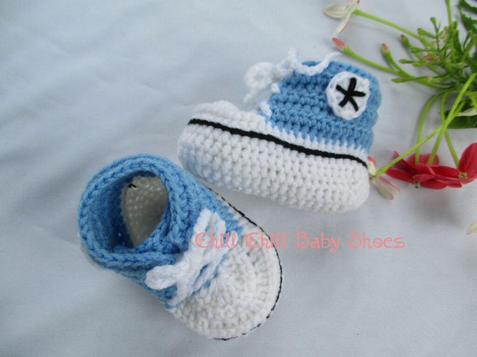 รองเท้าผ้าใบสีฟ้าขนาด 3-6 เดือน