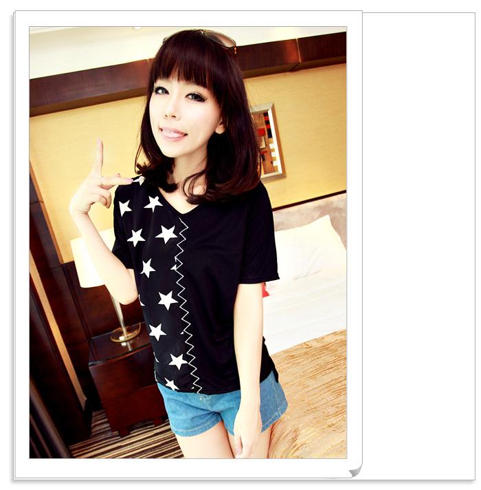 เสื้อแฟชั่นเกาหลี มาในลวดลายสุด chic คอเสื้อแบบคอวี สีทูโทน
