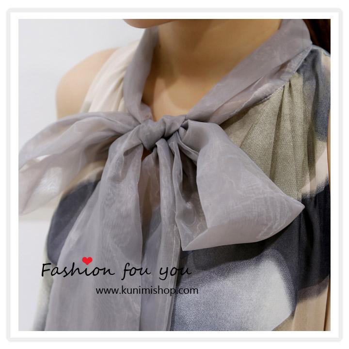 ชุดเดรสสั้น ผ้าพิมพ์ลายสวยทันสมัย มีผ้าผูกคอเป็นโบว์ สวยน่ารัก กระโปรงตัดเย็บซ้อน 3 ชั้น เดรสทรงสวย จะใส่ออกงาน หรือใส่ไปทำงานก็สวยมันสมัยคะ สินค้าเหมือนแบบ 100 % Size : ควายาวชุด 88 cm. // ความกว้างของไหล่ - cm. ความยาวแขนเสื้อ - cm. // รอบอกไม่เกิน 36 นิ้ว รอบเอวไม่เกิน Free Size // สะโพก Free Size ผ้า : ชีฟอง , ผ้าโพลีเอสเตอร์(พิมพ์ลาย) ชุดเดรสสั้น ผ้าพิมพ์ลายสวยทันสมัย มีผ้าผูกคอเป็นโบว์ สวยน่ารัก กระโปรงตัดเย็บซ้อน 3 ชั้น เดรสทรงสวย จะใส่ออกงาน หรือใส่ไปทำงานก็สวยมันสมัยคะ สินค้าเหมือนแบบ 100 % Size : ควายาวชุด 88 cm. // ความกว้างของไหล่ - cm. ความยาวแขนเสื้อ - cm. // รอบอกไม่เกิน 36 นิ้ว รอบเอวไม่เกิน Free Size // สะโพก Free Size ผ้า : ชีฟอง , ผ้าโพลีเอสเตอร์(พิมพ์ลาย)