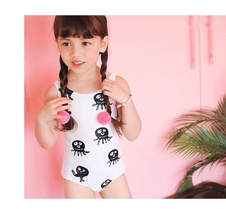 ชุดว่ายน้ำเด็กหญิงวันพีชสีขาวลายปลาหมึก+เสื้อคลุม+หมวก
