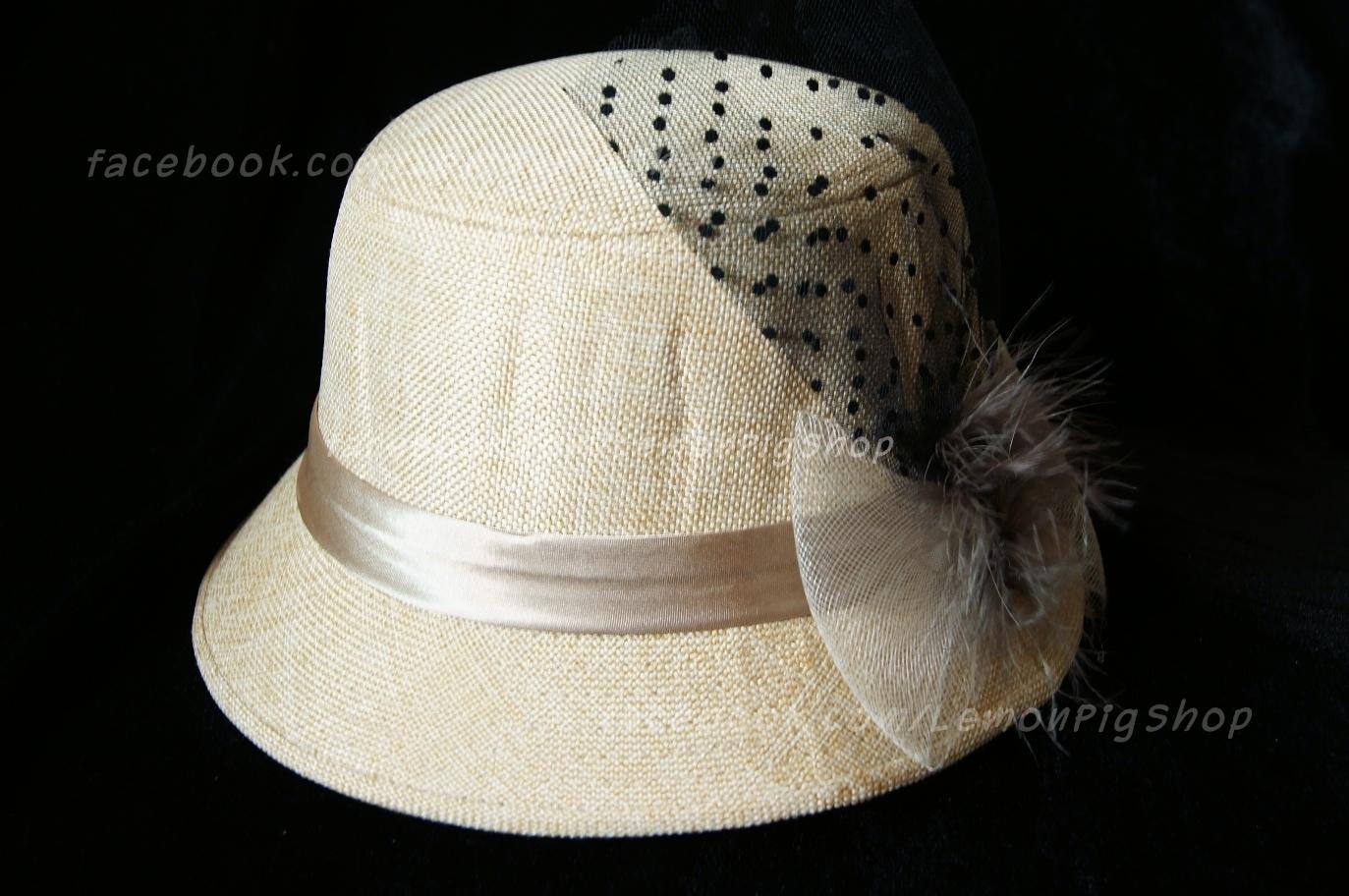 หมวกผ้าคุณนายสีครีม โบว์ตาข่ายขาว ขนเฟอร์& ลูกไม้ดำ 2 สวยหวานน่ารักมากๆค่ะ