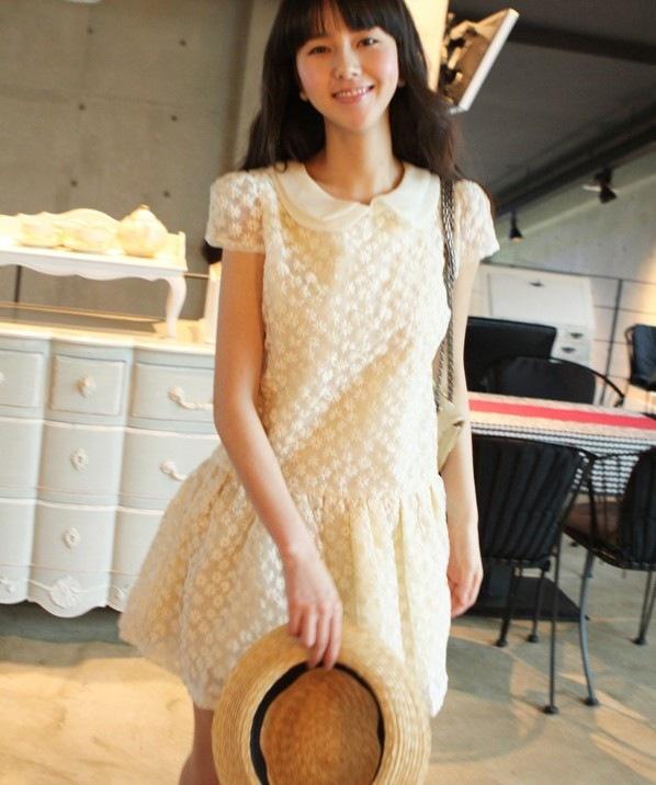 Vivi Party ++สินค้าพร้อมส่งค่ะ++ ชุดเดรสสั้น (ข้างในเป็นกางเกงนะค่ะ) คอปก ผ้าปักลาย เข้ารูป กระโปรงบาน – สี ขาว