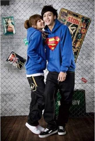 Pre Order ชุดคู่รักเป็นเสื้อแขนยาวแบบสวมหัว มีฮู้ด พิมพ์ลายSuperman <มี3สี>