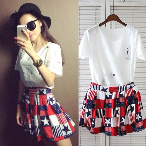 ++สินค้าพร้อมส่งค่ะ++ชุดเซ็ทเกาหลี เสื้อคอกลม แขนสั้น เสื้อชีฟองฉลุรูปดาวรอบตัว+กระโปรงสั้นพิมพ์ลาย – สีขาว