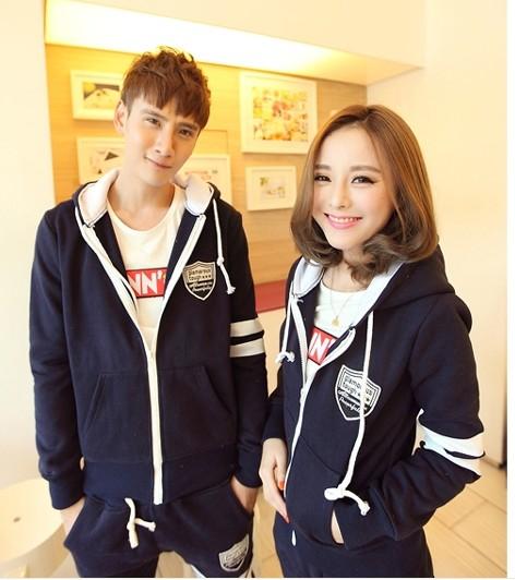 Pre Order ชุดคู่รักเกาหลี มีฮู้ด แต่งแถบ เสื้อวอร์มแขนยาว+กางเกงขายาว <มี2สี>